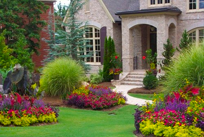 Landscaping ideas pictures backyard designs ideas plans for Small flower garden in front of house
