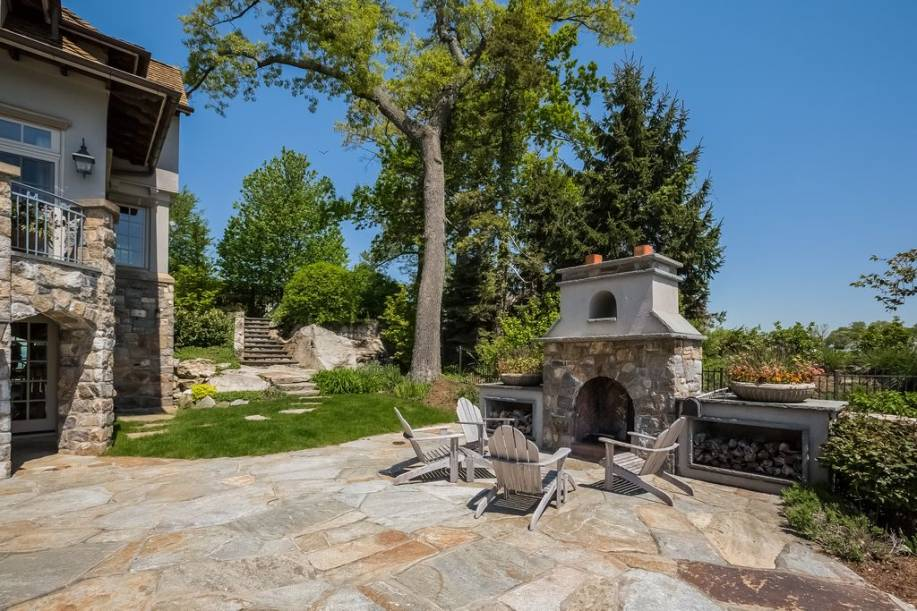 Backyard Fireplace Design