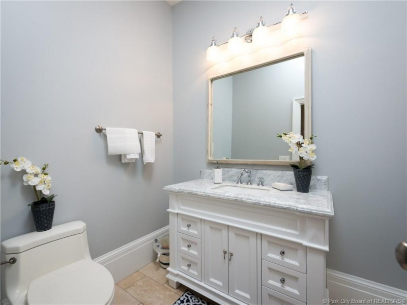 Small Bathroom Decorating