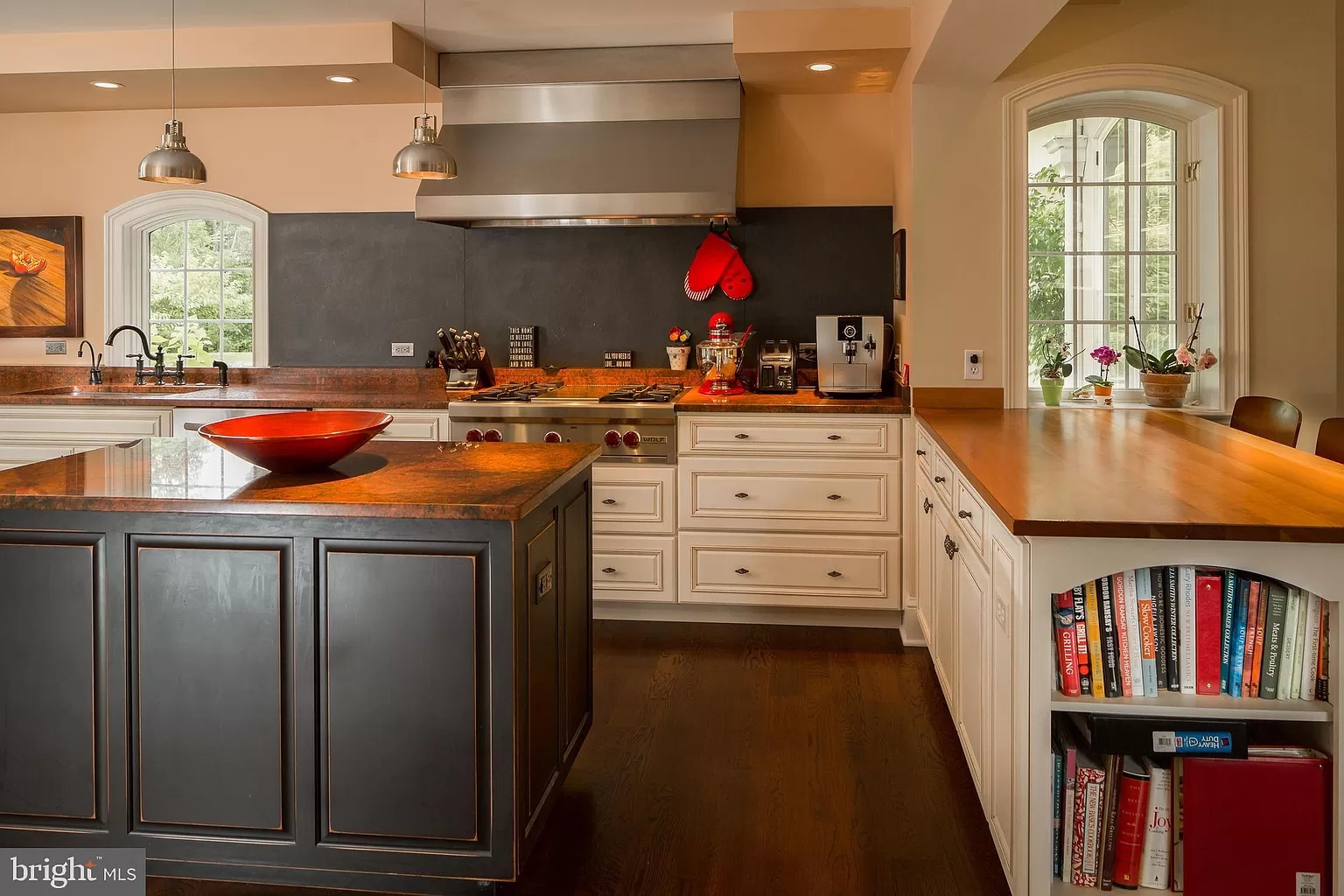 Pictures of Kitchen Islands