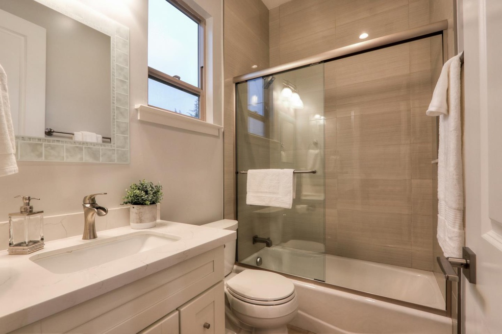 Small Bathroom Remodeling Design Ideas Plans & Photos