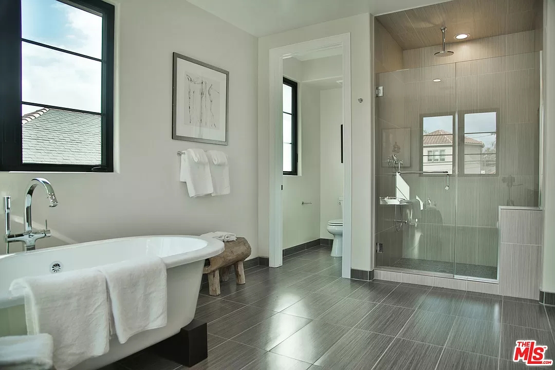 Small Bathroom Designs with Shower